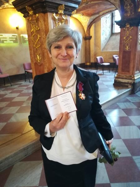 image: Złoty Krzyż Zasługi dla prof. Bogusławy Dobek-Ostrowskiej...